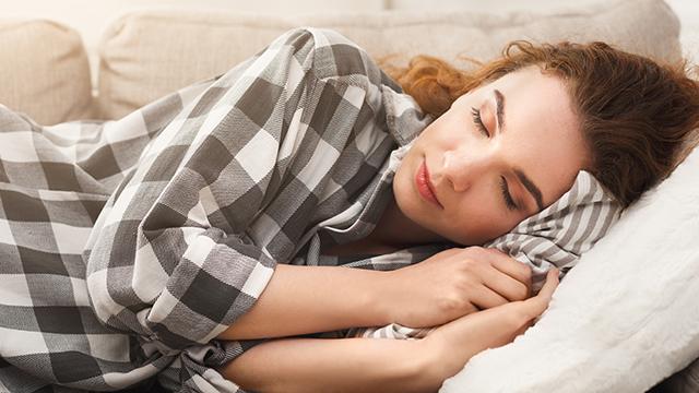 Schlafdefizit schadet: Schlau und glücklich dank gutem Schlaf